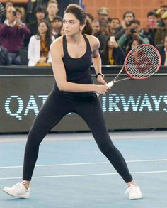 Even deeps likes sports. Indian Celebrities, Bollywood Celebrities, Bollywood Actress, Deepika Ranveer, Deepika Padukone Style, Bollywood Outfits, Bollywood Fashion, Prettiest Actresses, Sporty Girls