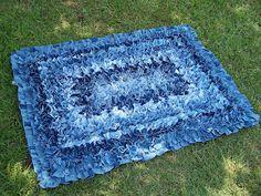Denim Crafts: Old Jeans Crafts Denim Rug Artisanats Denim, Denim Rug, Denim Quilts, Blue Jean Quilts, Denim Shorts, Jeans Fabric, Raw Denim, Jean Diy, Scatter Rugs