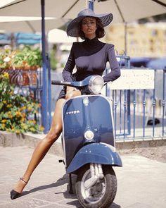 Trains, teddy bears and abandoned places – Vespa Girls – Motorrad Scooter Girl, Vespa Girl, Vintage Vespa, Piaggio Vespa, Motor Scooters, Vespa Scooters, Motos Vespa, Italian Scooter, Shotting Photo