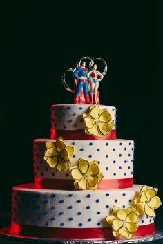 Pop Art comic book wedding cake.  (cake by http://creativecakedesigns.com/ ::  Photo by http://bouncyrobotphotography.com/)