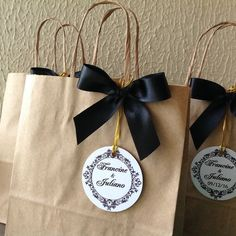 Gift bags | Brown Paper Bags | Kraft Bags | Thank You Bags | Click on the link to learn more! Creative Gift Wrapping, Creative Gifts, Decorated Gift Bags, Wedding Gift Bags, Welcome Bags, Christmas Bags, Goodie Bags, Gift Packaging, Boyfriend Gifts