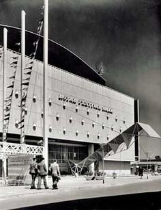 The Royal Festival Hall, London: historic modernism reinvented. - Hugh Pearman (LW17)