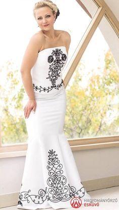 354879c513 A(z) Esküvő nevű tábla 73 legjobb képe ekkor: 2019 | Bridal gown ...
