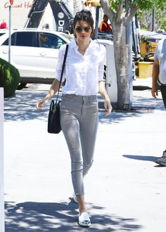 kendall jenner sends ugly photos to bff hailey baldwin 01 Kendall Jenner and Scott Disick head to Il Pastaio to grab lunch together on Friday afternoon (May in Beverly Hills, Calif. The model happened… Kendall Jenner Style, Kylie Jenner, Looks Chic, Looks Style, Cool Outfits, Casual Outfits, Fashion Outfits, Casual Attire, Work Attire