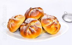 Poale-n brau reteta video Romanian Desserts, Romanian Food, Dessert Bread, Dessert Recipes, Tapas, Those Recipe, Breakfast Snacks, Cake Cookies, No Bake Cake