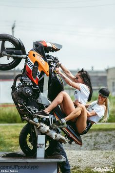 _ by & album from the Elena What's Your Dream Bike ? KTM Superduke 1290 R ! Credit goes to… Protective gear in spo Motorbike Girl, Motorcycle Bike, Lady Biker, Biker Girl, Moto Biker, Honda Bikes, Scooter Girl, Dirtbikes, Classic Bikes