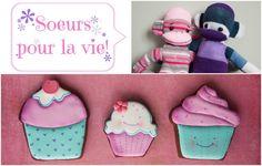 Biscuits pour deux soeurs: fleurs et petits gâteaux avec singes chaussettes Cupcake and flower cookies with sockmonkey