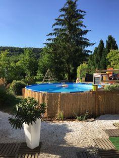 """Idée Aménagement terrasse et piscine création """"maison"""" (piquet d'acacia, l'âme de terrasse, canisses)"""