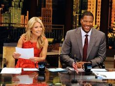 Michael Strahan officially joins 'Live! With Kelly' (AP)..yay!! I was hoping that it would be him...he's so sweet:)