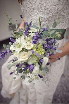 Bouquet mariée parme lavande mauve violet juste magnifique....