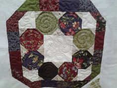 Quilted4You: Very cute table topper by Alice #quilting #longarm