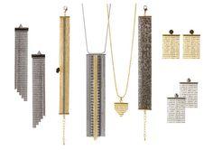 En lille kollektion med øreringe, halskæder og armbånd lavet af forskellige typer af kuglekæder.  Det er nemt og hurtigt at lave disse smykker med kuglekæder og afslutninger.  Det er afslutninger til vævede armbånd som er brugt på en ny og anderledes måde. Med disse afslutninger er det muligt at designe forskellige smykker med en eller flere slags kuglekæde.  I eksemplet nedenfor er det vist hvordan kuglekæden forbindes til afslutningen. Samme fremgangsmåde er brugt til at lave alle viste…