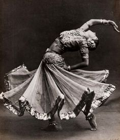 I'm so inspired by this photo. I wish i could see the dance, and not just a wee snapshot of her splendor.