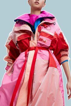 Stella McCartney Pre-Fall 2021 Collection - Vogue Stella Mccartney, Fast Fashion, Fashion News, Women's Fashion, Fashion Details, Fashion Design, Fashion Trends, Vogue Spain, Vogue Uk