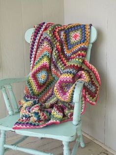 Twelve 20-round Granny squares with invisible join made of remnants. LOVE! via http://cozymadethings.blogspot.com/
