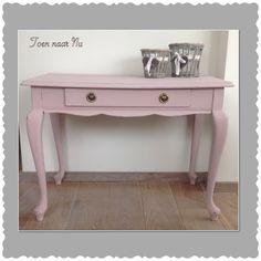 Schattige roze kaptafeltje / sidetable