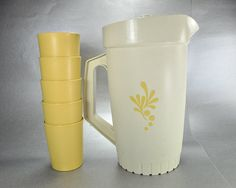 Vintage Tupperware Almond Pitcher and 5 Harvest Gold 6 oz Tumblers Kitchen Yellow, Gold Kitchen, Vintage Tupperware, Tumbler Cups, Tumblers, Harvest, Almond, Container, Mugs