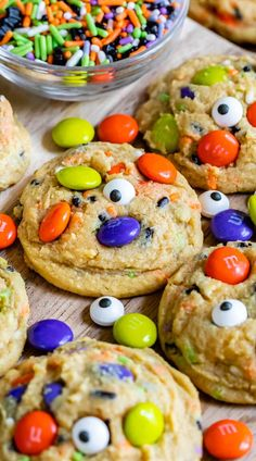 Halloween Cookies - Crazy for Crust - - Halloween Cookies are an easy pudding cookie recipe with Halloween sprinkles and candy! These chocolate chip cookies are all dressed up for Halloween! Halloween Cookie Recipes, Halloween Party Snacks, Halloween Baking, Fete Halloween, Halloween Desserts, Holiday Baking, Holiday Recipes, Halloween Cupcakes, Easy Halloween