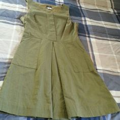J crew Dress Olive green beautiful dress, perfect conditions and lovely color! Formal or informal stile. Size 4 J. Crew Dresses Midi