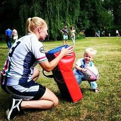 Raising your kids right! Rugby Memes, Rugby Quotes, Rugby School, Rugby Poster, Rugby Girls, Tackle Bags, Rugby World Cup, Rugby League, Cheerleading