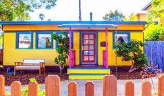 Уникален+дом+от+стар+трамвай.+Надникнете+вътре+и+вижте+как+изглежда: