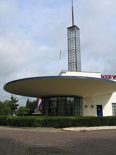 Very nice and I know it so well 'cause I was born in the neighbourhood (1930's Texaco Gas station - Nijmegen)