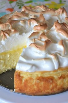 Love lemon meringue pie and cheesecake? Well this is the best of both worlds. Gr… Love lemon meringue pie and cheesecake? Well this is the best of both worlds. Great any time of year and sure to impress your guests. Lemon Desserts, Lemon Recipes, Just Desserts, Meringue Desserts, Healthy Desserts, Dessert Dishes, Dessert Recipes, Pie Dessert, Frosting Recipes