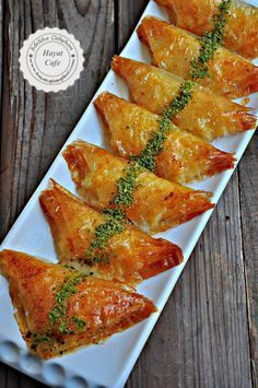 Baklava Pastry with Pastry Pastry – Hayat Cafe Easy Recipes - Schnell Ramadan Desserts, Ramadan Recipes, Turkish Recipes, Indian Food Recipes, Ethnic Recipes, Cookery Books, Food Platters, International Recipes, Finger Foods