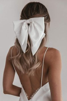 A luxurious silk hair bow for modern, fuss-free bridal hair. Diy Hair Scrunchies, Hair Bows, Ribbon Hair, Gold Hair Bow, Ribbon Flower, Fabric Flowers, Silk Hair, Lace Hair, Bride Hairstyles