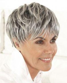 Coupe de cheveux courts cheveux gris
