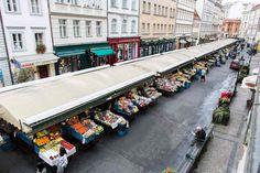 Hotel Melantrich - výhled z okna Lodges, Prague, Street View, Cabins, Chalets