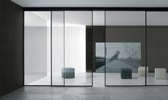 Velaria Rimadesio sliding doors   www.spaziomateriae.com struttura alluminio anodizzato nero e vetro riflettente chiaro