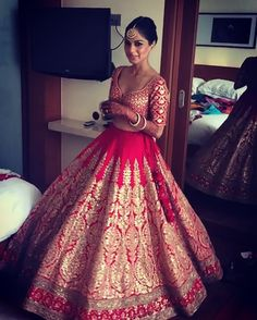 The latest collection of Bridal Lehenga designs online on Happyshappy! Find over 2000 Indian bridal lehengas and save your favourite once. Wedding Lehnga, Indian Bridal Lehenga, Indian Bridal Outfits, Indian Bridal Wear, Desi Wedding, Indian Dresses, Bridal Dresses, Punjabi Wedding, Bride Indian