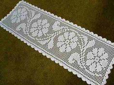 Carpet Runners Over Carpeted Stairs Crochet Quilt, Crochet Cross, Crochet Squares, Crochet Home, Thread Crochet, Crochet Motif, Crochet Doilies, Crochet Stitches, Knit Crochet
