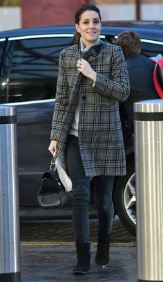 Kate Middleton Just Went Casual in Skinny Jeans and a Zara Coat - HarpersBAZAAR.com