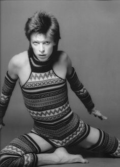 [B/w artsy photo of Ziggy-era David Bowie in a clingy Fair Isle jumpsuit] *screaming and flailing* (because I couldn't resist saving this) David Bowie Pictures, Ziggy Played Guitar, David Bowie Ziggy, The Thin White Duke, Black White, Artsy Photos, Ziggy Stardust, Fair Isle Knitting, David Jones