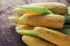 Freezing corn actually keeps fresh cobs good for up to a year. If you can buy it fresh, pack it imme. - Photograph by Antonova Anna/Shutterstock Healthy Sides, Healthy Options, Healthy Recipes, Healthy Corn, Corn Maize, Prebiotic Foods, Canning Tips, Fodmap Diet, Low Fodmap