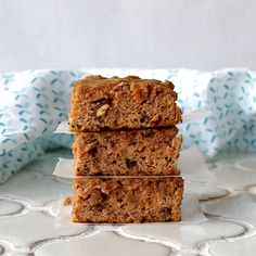 Super EASY Grain-Free Carrot Cake Bars that are also gluten-free, dairy-free, and refined sugar free making them Paleo friendly. Grain-Free Carrot Cake Bars that are also gluten-free, dairy-free, and refined sugar free. Paleo Dessert, Healthy Baking, Healthy Desserts, Dessert Recipes, Carrot Cake Bars, Paleo Carrot Cake, Carrot Cakes, Gluten Free Carrot Muffins, Paleo Blueberry Muffins