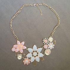 Flower deco bib choker necklace trendy Flowers, floral, gold color, pink, white, statement, pendant, chunky, necklace.                 Zinc alloy metal. Length: 45cm Jewelry Necklaces