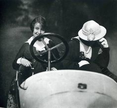 Two ladies in a vintage racing car in 1920's - Photograph Jacques Henri Lartigue - Cool!