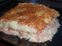 Puré de patatas con atún - Puré de patatas con atún, un plato muy completo y de fácil preparación. Lo podemos preparar con diferentes rellenos y preparar platos fríos o calientes, según el relleno. La receta que hoy os propongo es caliente, lleva un relleno de atún en aceite, es un plato genial para los niños, donde com... - http://www.lasrecetascocina.com/pure-de-patatas-con-atun/