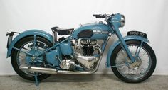 The 1950 Triumph Thunderbird was Triumph's first Eye-popping Pictures, Specs, History & more. British Motorcycles, Triumph Motorcycles, Vintage Motorcycles, Custom Motorcycles, Triumph Motorbikes, 50 Cm3, Triumph Thunderbird, Triumph Bikes, Bike Engine