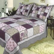 Sugarplum Patchwork Quilt,... would love to have this