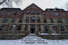 Wir stellen euch die unheimlichsten und gruseligsten Orte sowie Lost Places in und um Berlin vor, bewertet nach ihrer Zugänglichkeit und dem Gruselfaktor