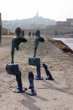 Esculturas que representam muito bem a ideia de que o indivíduo é preenchido tanto por si mesmo quanto pelo ambiente em que está