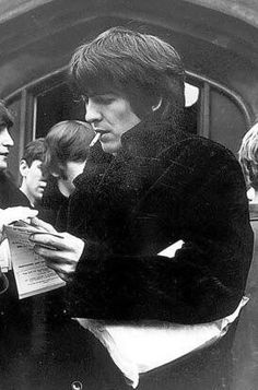 """george-harrison-marwa-blues: """"George Harrison signing autographs photo-stream 'Yet he was also the Beatle with the most conscientious approach to the music and the deepest appreciation of the fans. George Harrison, Olivia Harrison, The Beatles, Beatles Photos, John Lennon, Ringo Starr, Paul Mccartney, Beverly Hills, Rock Music"""