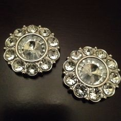 """Large Crystal Flower style plugs gauges earrings  All plugs are made with black, acrylic, backs and have rubber o-rings. If you would like a custom backing, please message me.    These come in a variety of sizes:    9/16"""" 5/8"""" 3/4"""" 1""""  Please choose when ordering.    All plugs/gauges..."""