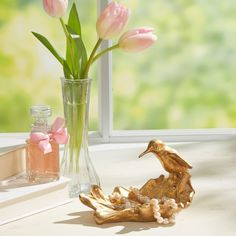 Flutter Hummingbird Bowl   Elegantly perched atop a curved leaf, this beautiful bowl adds a glimmer of gold to your decor.