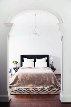 Cultiver bedlinen + rugs via The Design Files
