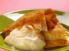 From the Hungry Girl-Awesome Apple Pie-lets! Only 110 calories-easy spin on apple pie turnovers Ww Recipes, Other Recipes, Cooking Recipes, Healthy Recipes, Wonton Recipes, Healthy Dishes, Skinny Recipes, Light Recipes, Vegetarian Food